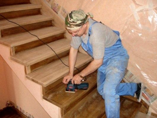 Покрыть лаком деревянную лестницу своими руками 57